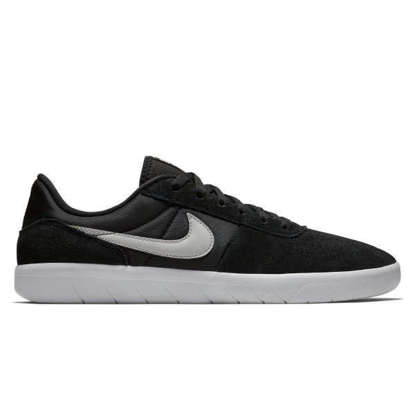 Nike SB Team Classic (Black/Light Bone-White)