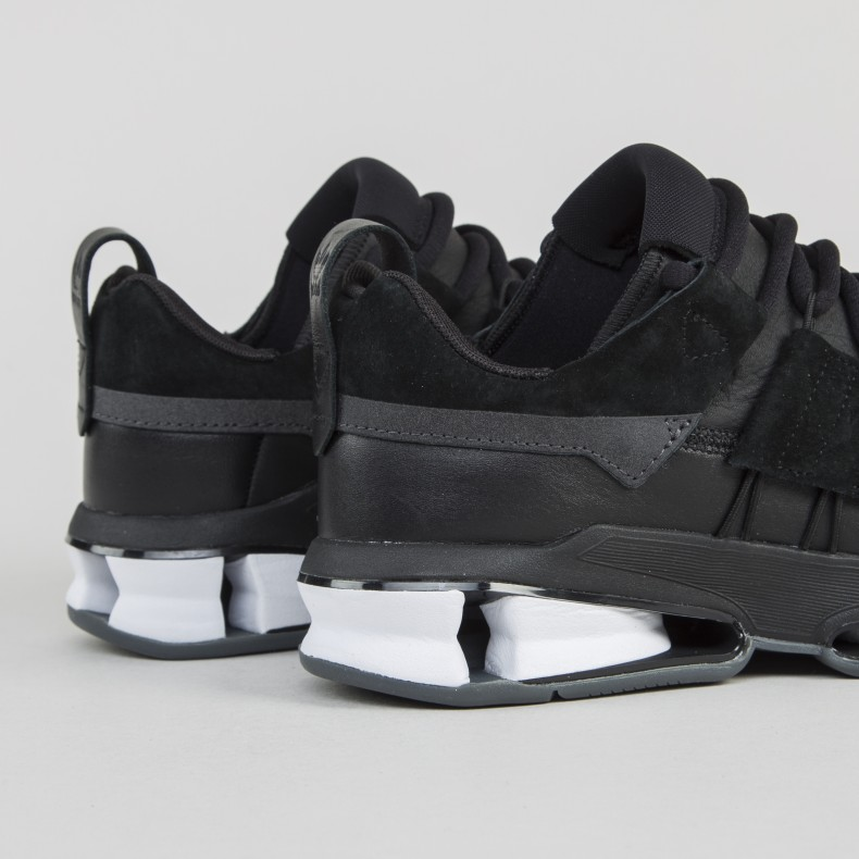 adidas Originals Twinstrike ADV Stretch Leather (Core BlackFootwear WhiteCore Black)