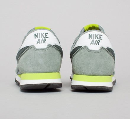 843b39f5f211 Nike Air Pegasus 83 (Mica Green Dark Mica Green-Summit White-Venom ...