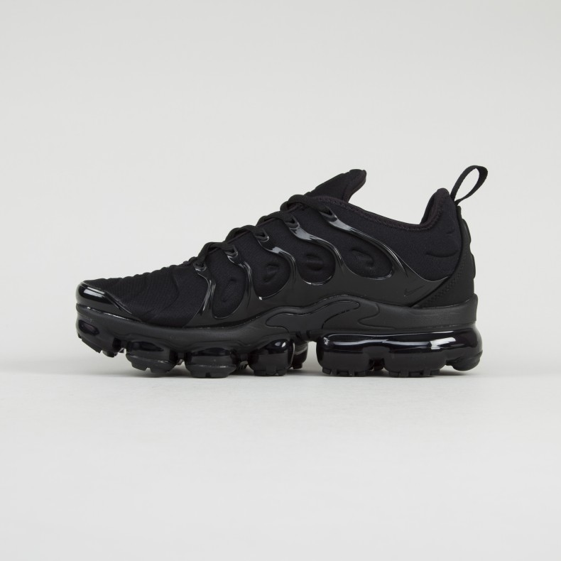a991560aa8ef83 Nike Air VaporMax Plus  Triple Black  (Black Black-Dark Grey ...