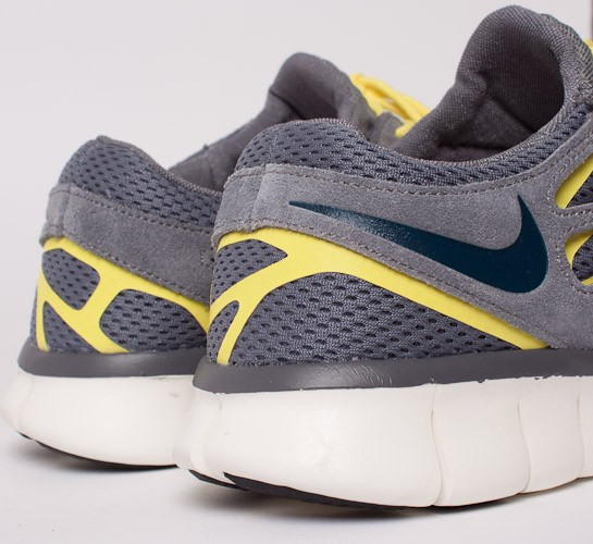 separation shoes 7a95e 2ac5b Nike Free Run 2. (Cool Grey Armory Navy-Cool Grey-Sonic Yellow)