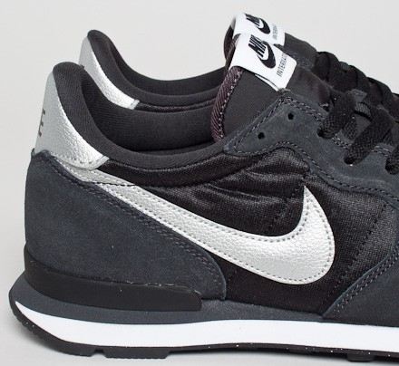 nike internationalist shoes - black/metallic silver