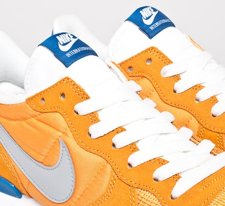 watch 06cc2 33a9c Nike Internationalist. (Kumquat Silver-Military Blue-Summit White)