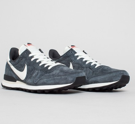 nike internationalist anthracite sail