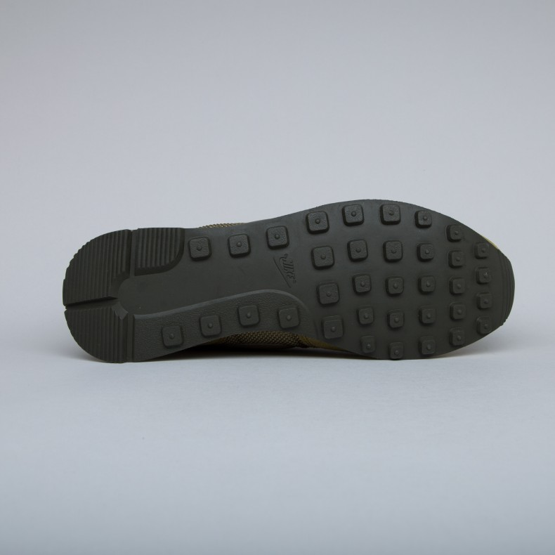 Nike Internationalist Premium. (Olive Flak Dark Loden-Cashmere-Metallic ... 5c833e7d1