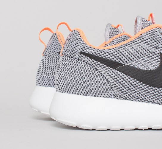 a63294312f45 Nike Rosherun (Wolf Grey Black-Atomic Orange-White) - Consortium.