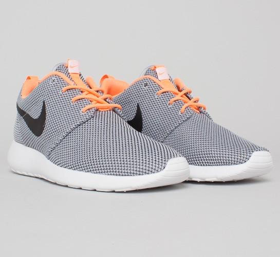 Nike - Roshe Courir Loup Gris Langue / Noir / Orange / Blanc Atomique