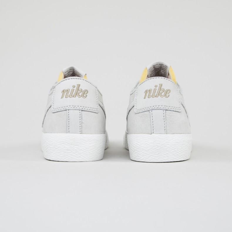 0e682a341243 Nike SB Zoom Blazer Low Deconstructed. (Light Bone Light Bone-Summit White -Khaki)