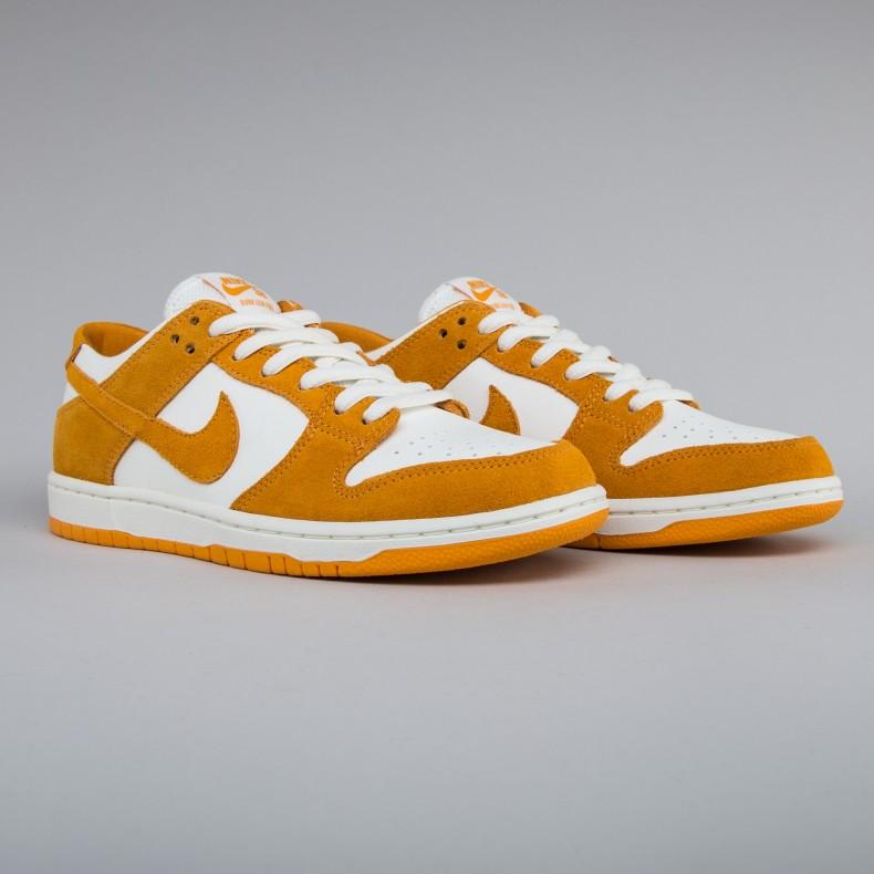 low priced 3c0bc b7b79 Nike SB Zoom Dunk Low Pro. (Circuit Orange Circuit ...