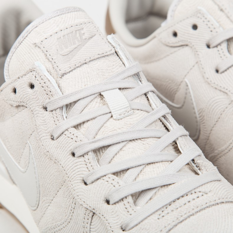 separation shoes eafa7 45c13 Nike W Internationalist Premium. (Gamma Grey Gamma Grey-Phantom Grey-Gym  Yellow)