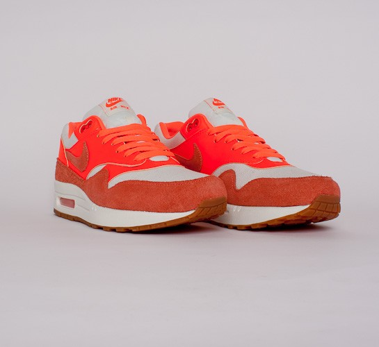 Nike wmns Air Max 1 Vintage (Sail Bright Mango Total Crimson Gum Medium Brown)