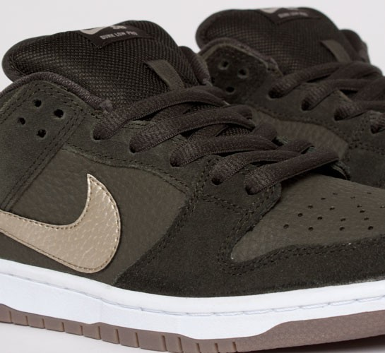 new photos dbccf b22b4 Nike SB Dunk Low Pro. (Sequoia Metallic ...